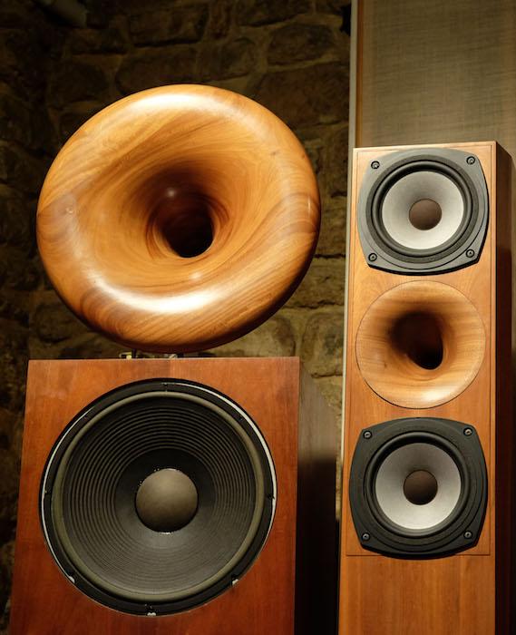 brancher l'ampli aux haut-parleurs des composants